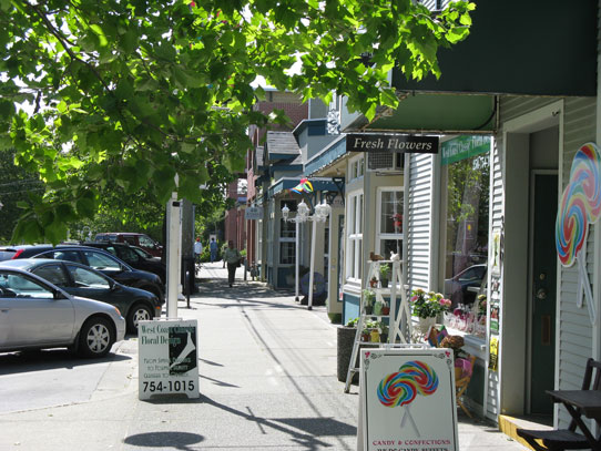 Photo of a Nanaimo street filled with shops